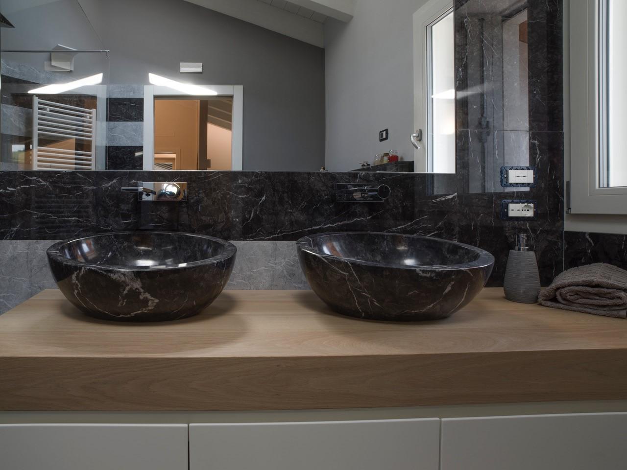 Vasche Da Bagno In Pietra Naturale Prezzi : Bagno: pavimenti e rivestimenti in marmo granito e pietra naturale