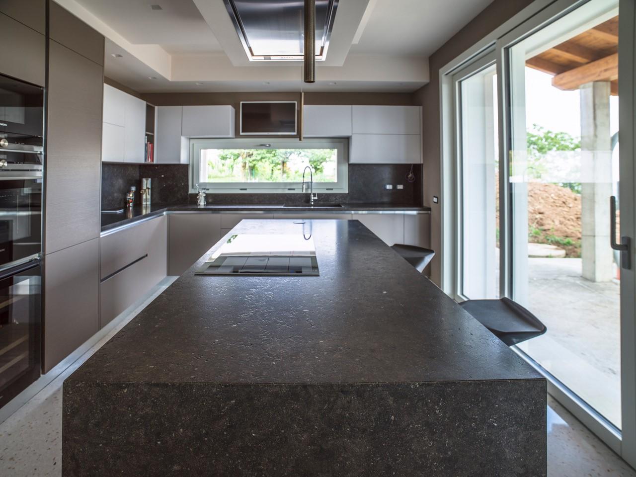 Piani per cucina in marmo, granito e pietra naturale - Ferrari Marmi