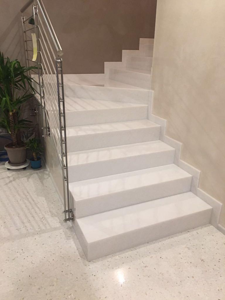 Scale in marmo granito e pietra naturale ferrari marmi - Costo scala interna ...