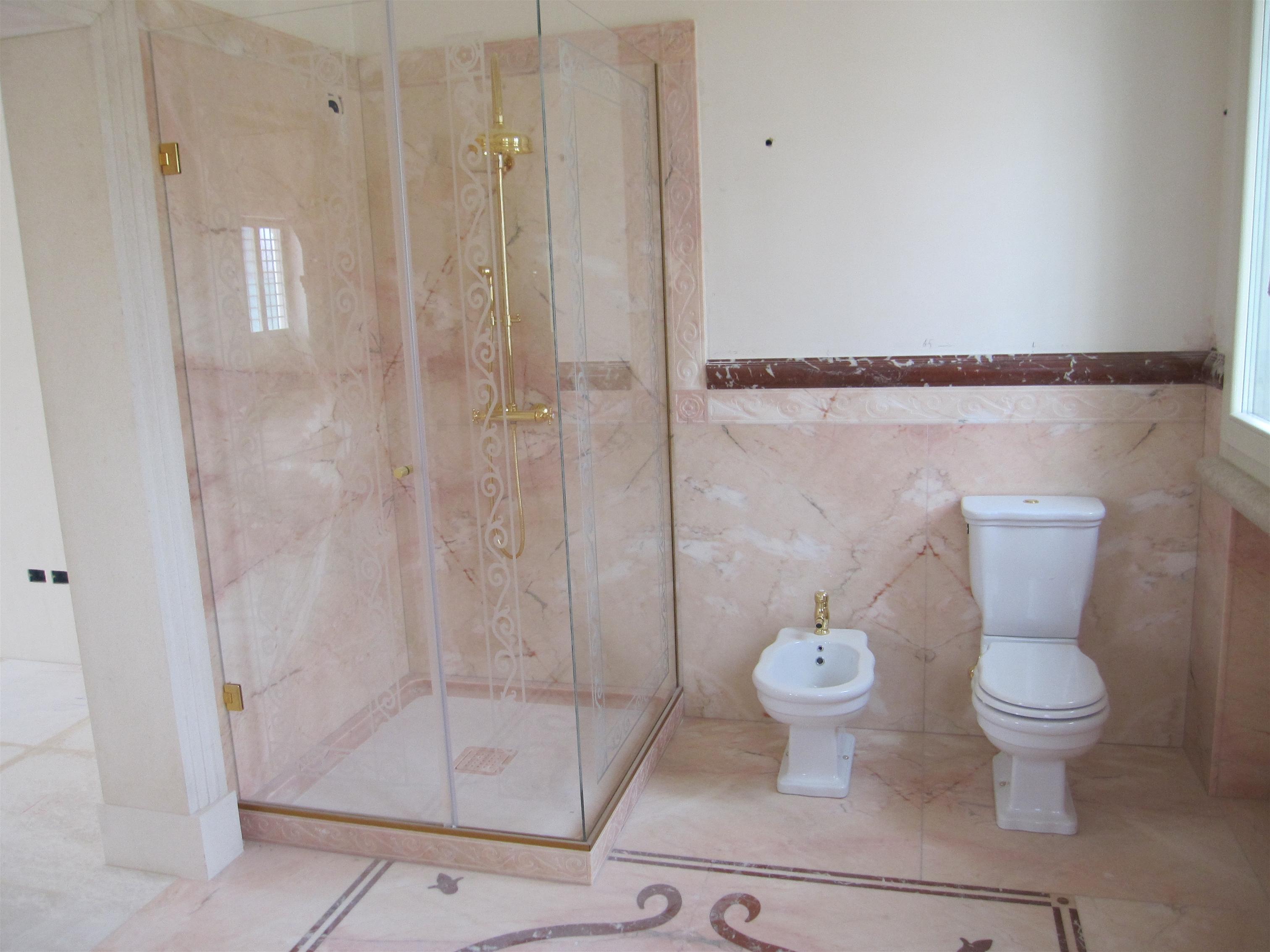 Bagno Rosa E Nero bagno: pavimenti e rivestimenti in marmo, granito e pietra